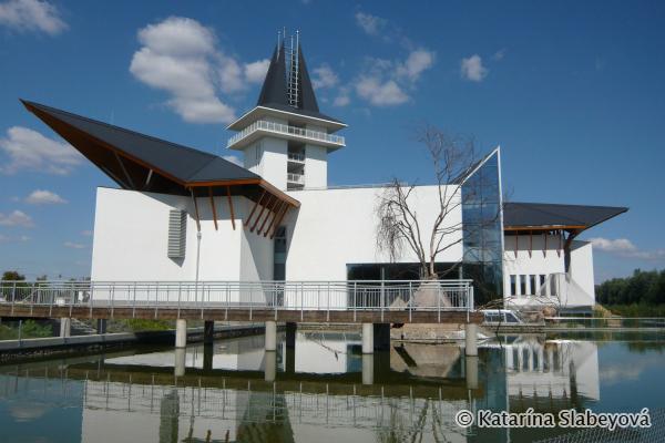 Lake Tisza Ecocenter / Ekocentrum pri jazere Tisa