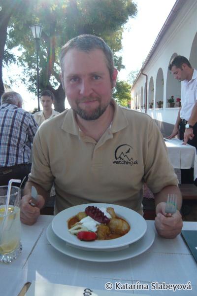 Late lunch at local road inn / Neskorý obed v csárde